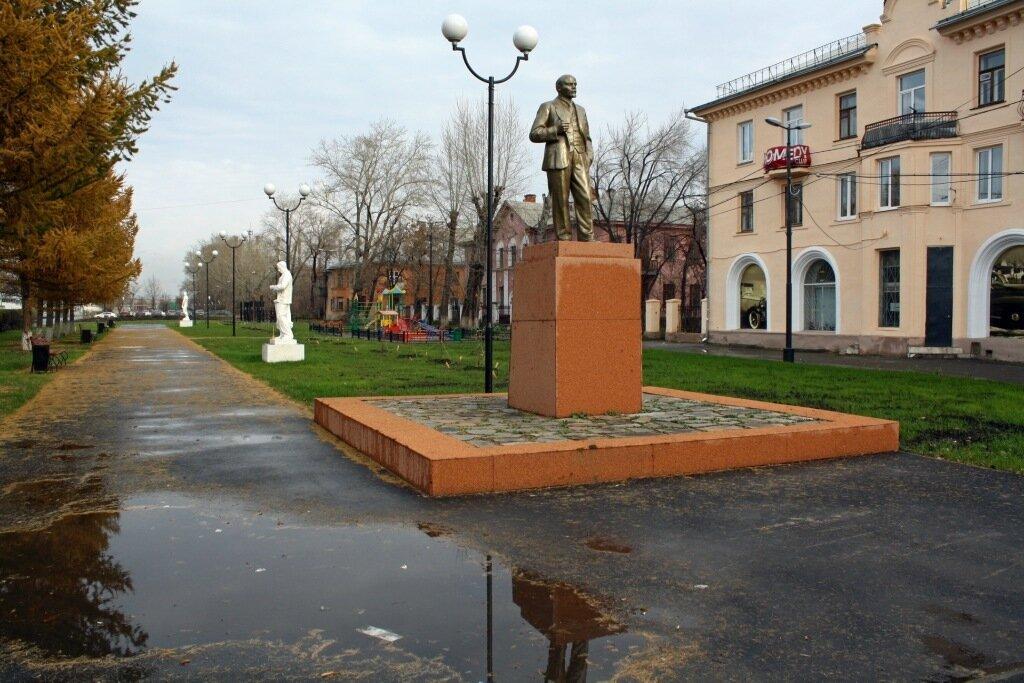 Челябинск. ТЭЦ. Парк советского периода (3).JPG