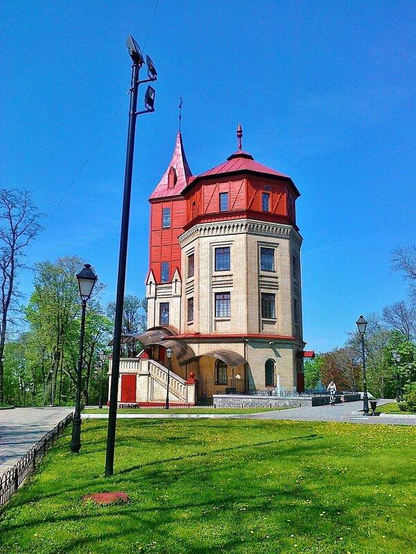 Башня в Хрещатом парке