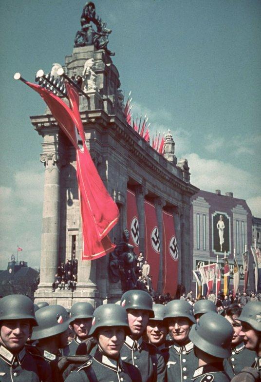 Прошлое. 50-летие фюрера