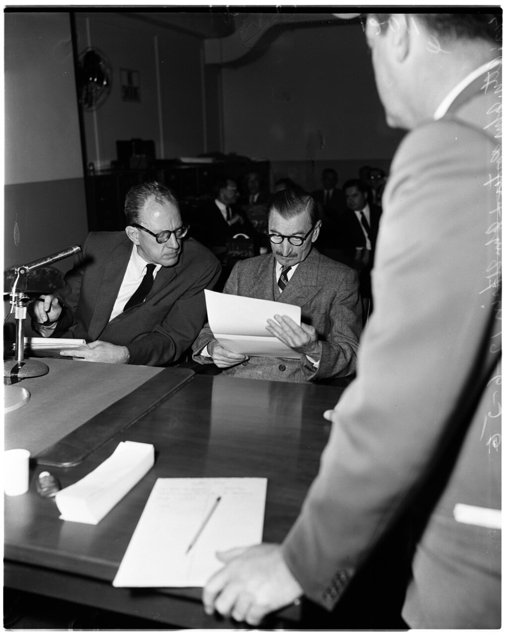 1956. 6 декабря. Комиссия по расследованию антиамериканской деятельности. Адвокат Портер и Джон Ухрин