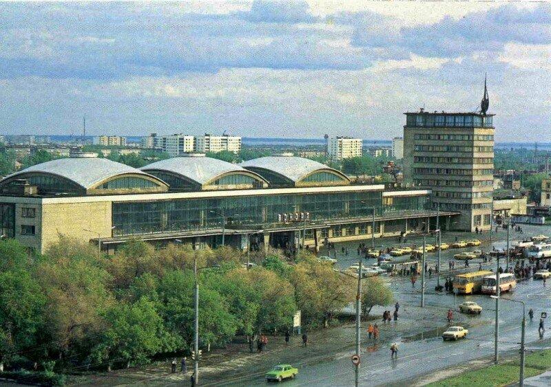 Челябинск. Железнодорожный вокзал. Фото В. Иванова, 1984 год.