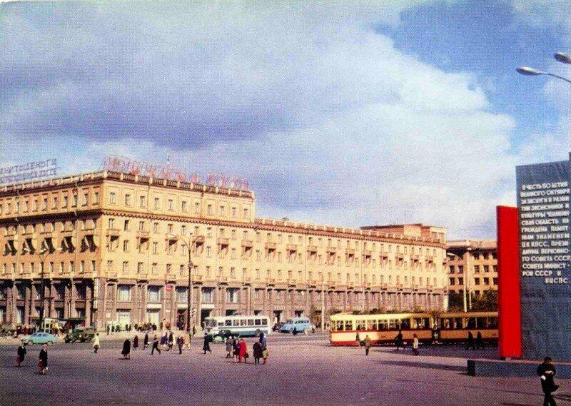 Челябинск. Гостиница Южный Урал. Фото К. Волкова, 1973 год.
