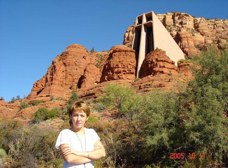 Церковь среди красных скал Аризоны.