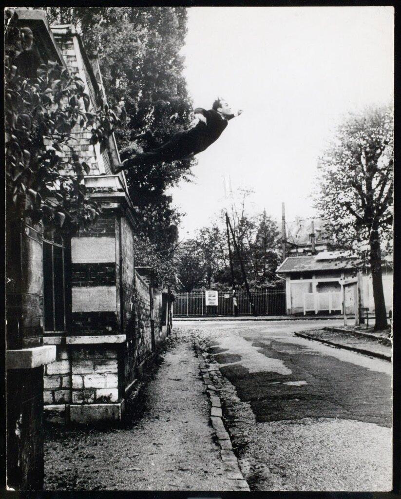 Прыжок в пустоту.Yves Klein, 1960