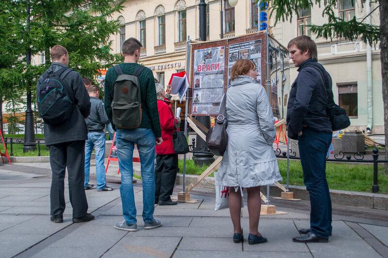Антибандеровский пикет от СВ-Ленинград, сайт «В огне брода нет»