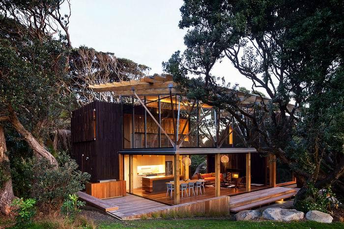 Пляжный домик под сенью похутукавы. Новая Зеландия