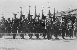 Штандарты полка перед парадом на открытии памятника шефу полка , великому князю Михаилу Николаевичу .