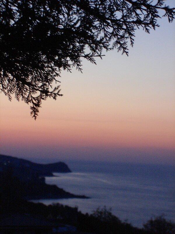 Крым,весна,Алупка,утро апреля