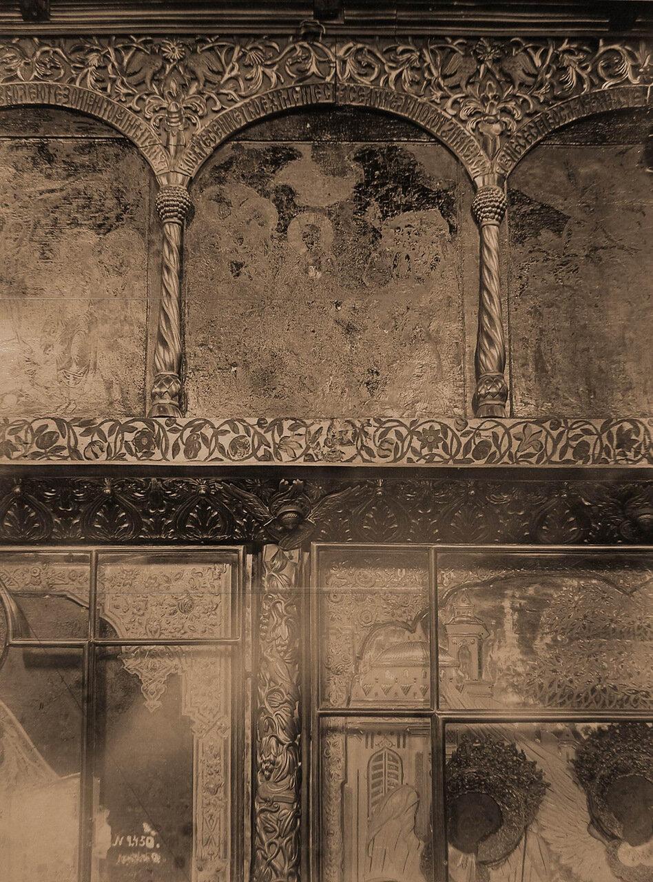 Деталь иконостаса XVII в. в церкви Варвары Великомученицы