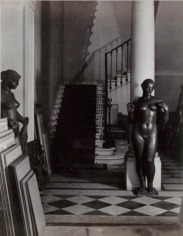 1934. Зал виллы Воллара с работами Майоля и Ренуара