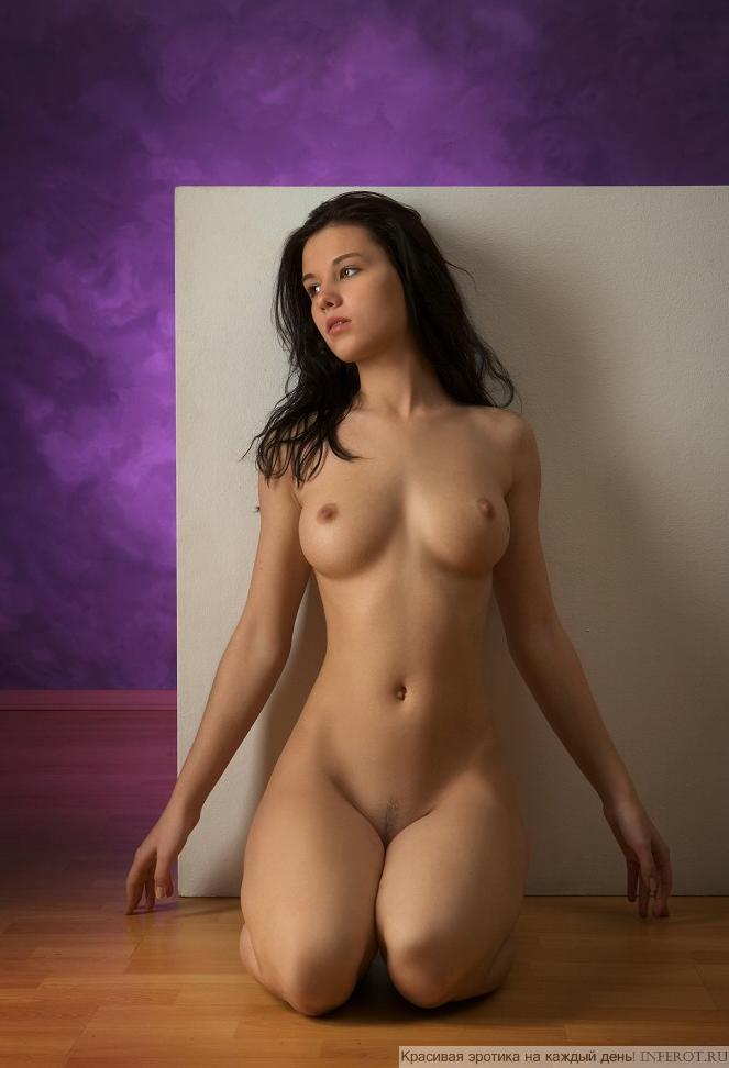 Красивая молодая девушка (15 фото)