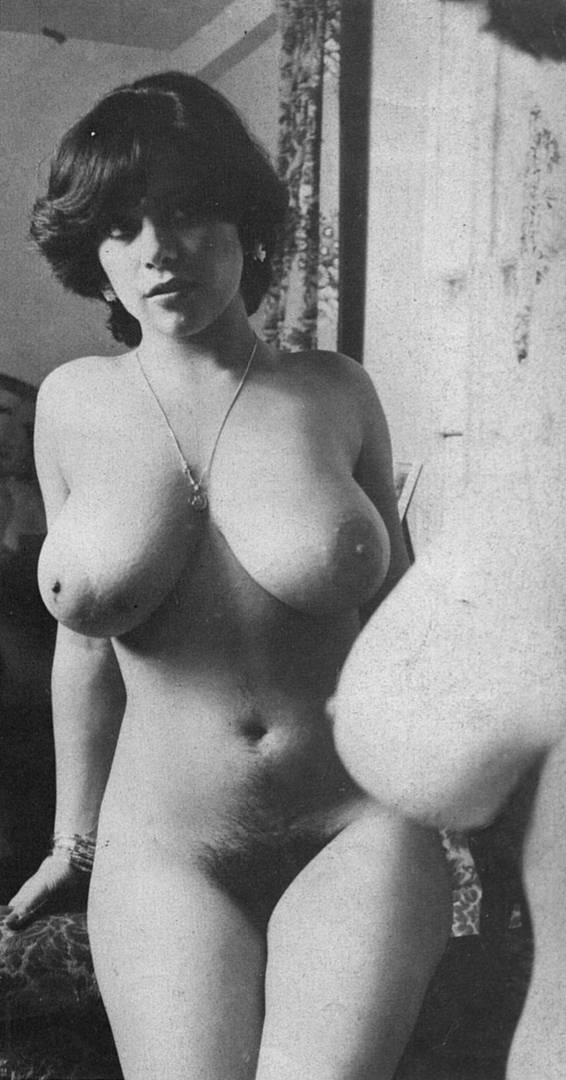 Смотреть другие эротические фото: inferot.net/sensuality/retro-erotic/1597-retro-erotika-6-30-foto.html