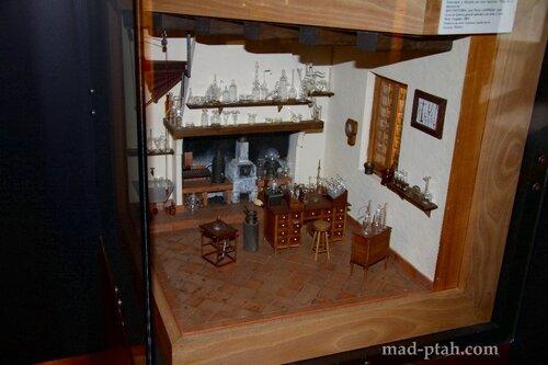 сеговия, испания, алькасар в сеговии, химическая лаборатория, макет