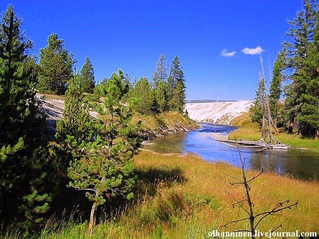 река гейзеры Йеллоустоун США природа осень