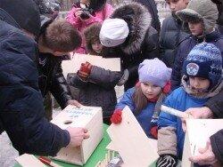 Жители Владивостока собрались вместе, чтобы смастерить скворечники