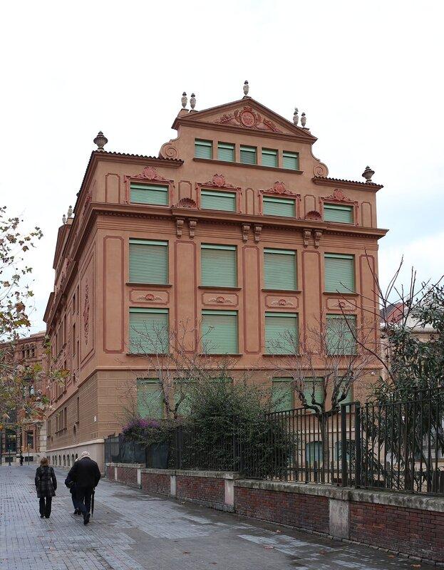 Барселона. школа Пере Вила. Escola Pere Vila