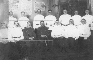 Группа солдат с офицерами полка.