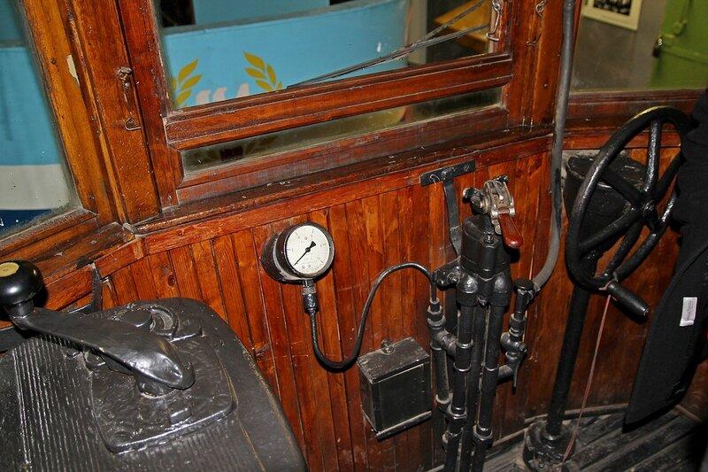 Внутри старинного трамвая - место вагоновожатого IMG_8703