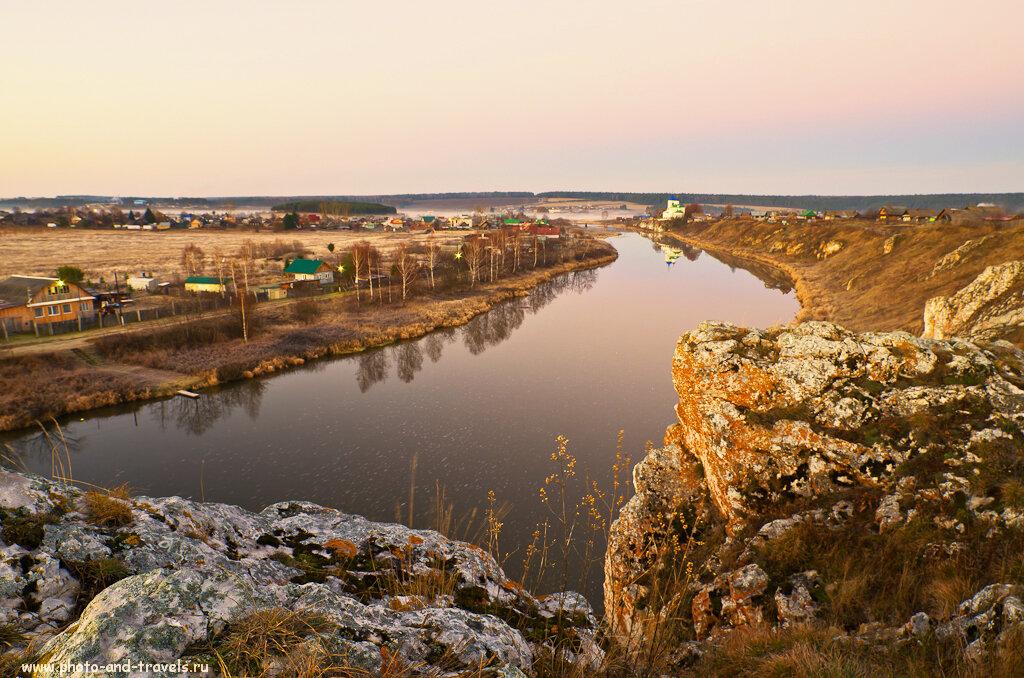Деревня Коуровка на берегу реки Чусовая