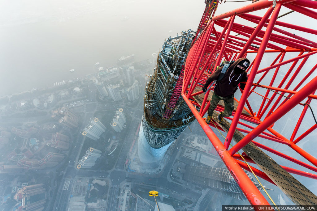 climbing-shanghai-tower