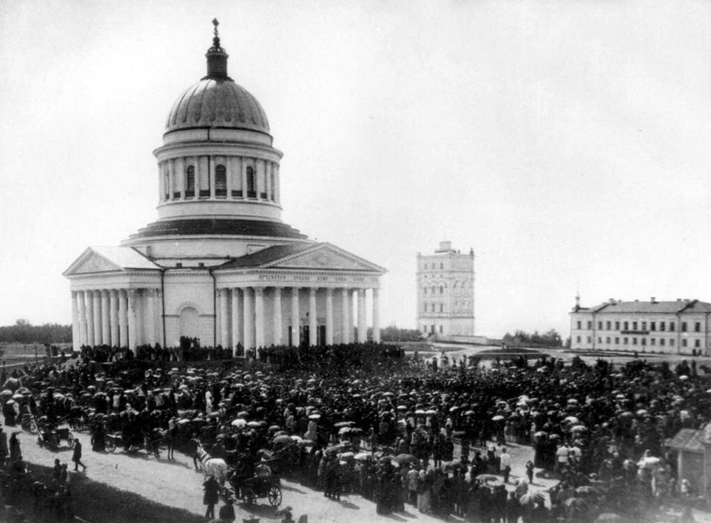 Соборная площадь в день приезда Иоанна Кронштадского