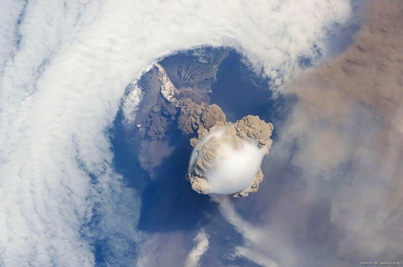 27. Сарычев вулкан