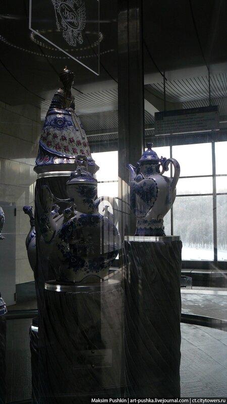 Выставка фарфора на станции «Воробьевы горы»