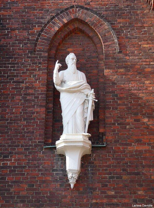Статуя апостола Св. Павла.