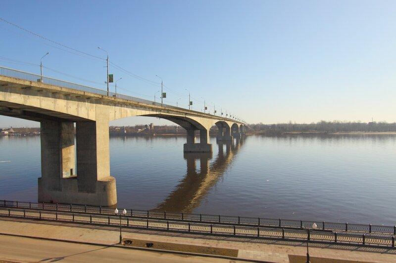 Октябрьский мост: важная дорожная артерия города или «головная боль» ярославцев?