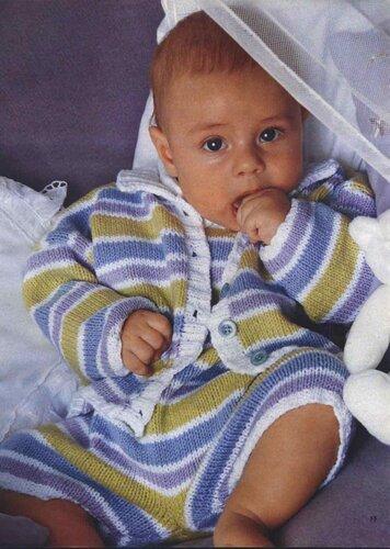 Полосатый комбинезон на ребенка 6 месяцев и 1 года, связанный спицами