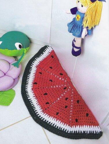 Детский коврик-арбуз, связанный крючком