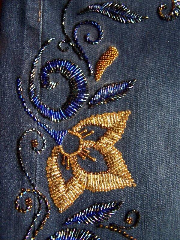 Бисерная вышивка на джинсах.  Автор - sudarikova-nika Материалы:чешский и японский бисер и стеклярус-рубка.