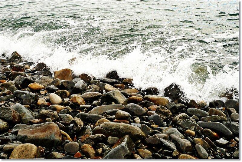 Камни на берегу моря 4