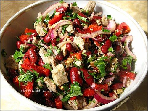 Салат с фасолью кинзой и болгарским перцем
