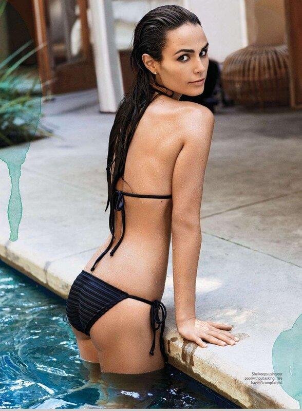 Джордана Брюстер в бассейне