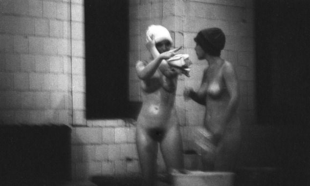 Голых девушек в тюрьме фото