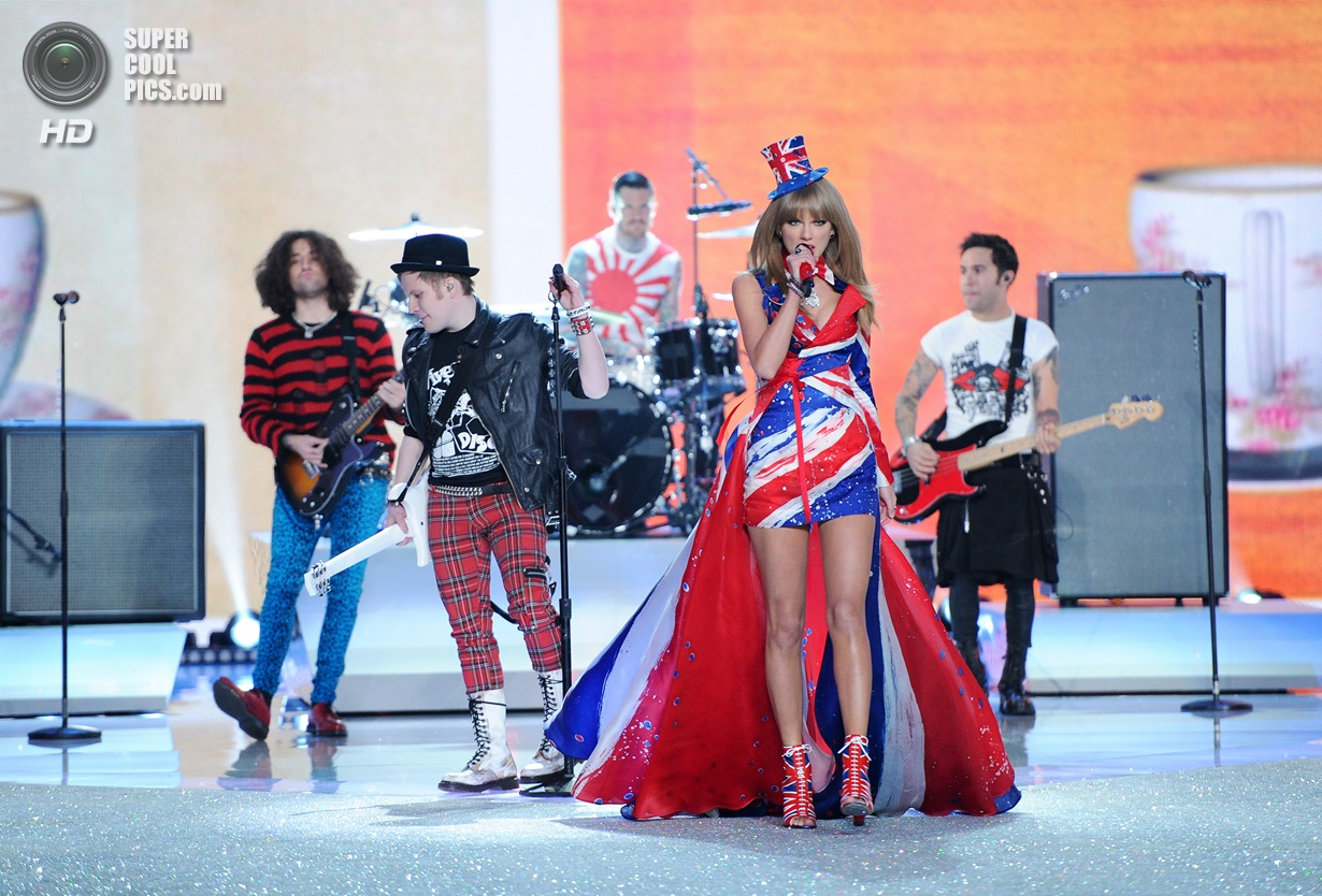 Singer Taylor Swift performs with Fall Out Boy during the 2013 Victoria's Secret Fashion Show at the 69th Regiment Armory on Wednesday, Nov. 13, 2013, in New York. (Photo by Evan Agostini/Invision/AP)