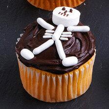 Рецепты выпечки на Хэллоуин, «Атака пауков» — имбирное печенье с шоколадом, Быстрая пицца «Дракула» на Хэллоуин, Быстрое шоколадно-овсяное печенье без выпечки, Десерт «Выколотые глаза» из мороженого, «Дом с привидениями» — пряничный домик Хэллоуин, Каннибал-печенье «Глаз» из воздушного риса, Кексы в паутине на Хэллоуин, Маффины «Веселая тыква» с шоколадной начинкой, Меренги-привидения на Хэллоуин, Мини-тортик «Ведьмина тыква», «Мозговые» кексы с глазурью, «Мумия» — сосиски в тесте, «Ноги гоблина» — печенье без выпечки, Ночь ожившего хлеба, «Пальцы гоблина» — печенье на Хэллоуин, Паучья пицца на Хэллоуин, Песочное печенье-скелетики, Печенье «Вуду» на Хэллоуин, Печенье на Хэллоуин Chocolate Chip, Печенье «Пальцы ведьмы», Печенье «Пальцы ведьмы» с шоколадом, Печенье «Привидения» с помадкой, Печенье со сливой «Сердечки», Пирожные «Паучок» без выпечки, Сахарные косточки и забавные привидения на Хэллоуин, «Сахарные тыквы» — печенье с глазурью, «Скелетики» — шоколадное печенье, Сладкий ужас. Идеи оформления тортов на Хэллоуин, Слойки «Тыковка на палочке», Сырный торт с шоколадными батончиками «Марс» на Хэллоуин, «Черная кошка» из печенья и шоколада, Шоколадные кексы с паутиной, Шоколадные мышки — пирожные без выпечки, Кошмарное меню на Хэллоуин или Кухня ведьмы (выпечка), Хэллоуин, блюда на Хэллоуин, рецепты на Хэллоуин, праздничные блюда, оформление блюд на Хэллоуин, праздничный стол на Хэллоуин, блюда-монстры, меренги, безе, сладости, сладости на Хэллоуин, десерты на Хэллоуин, блюда мз яиц, блюда из белков, печенье на Хэллоуин, торты на Хэллоуин, пирожные на Хэллоуин, пицца на Хэллоуин, выпечка на Хэллоуин, http://prazdnichnymir.ru/,Кошмарное меню на Хэллоуин или Кухня ведьмы (выпечка), Хэллоуин, блюда на Хэллоуин, рецепты на Хэллоуин, праздничные блюда, оформление блюд на Хэллоуин, праздничный стол на Хэллоуин, блюда-монстры, меренги, безе, сладости, сладости на Хэллоуин, десерты на Хэллоуин, блюда мз яиц, блюда из белков, печенье на Хэллоуин, торты на Хэллоуин, пирожны