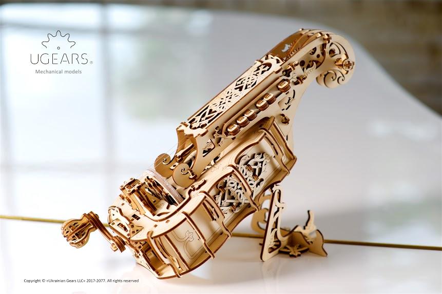 В комплектацию кроме основных деталей из фанеры также входит леска для струн, канифоль для натирки к