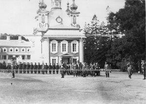 Император Николай II принимает парад.
