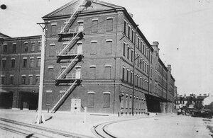Вид части здания фабрики.