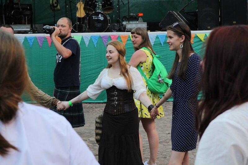 барышни в хороводе на фестивале «Майское дерево 2014»