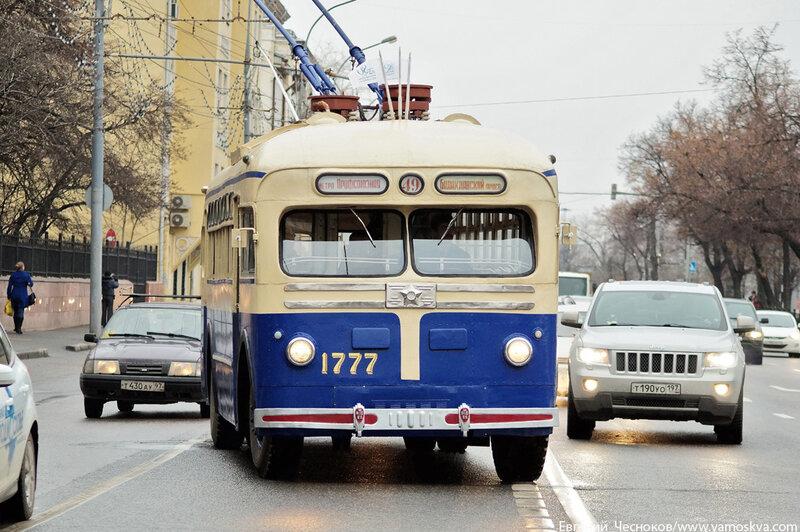 Осень. Парад троллейбусов. 16.11.13.10..jpg