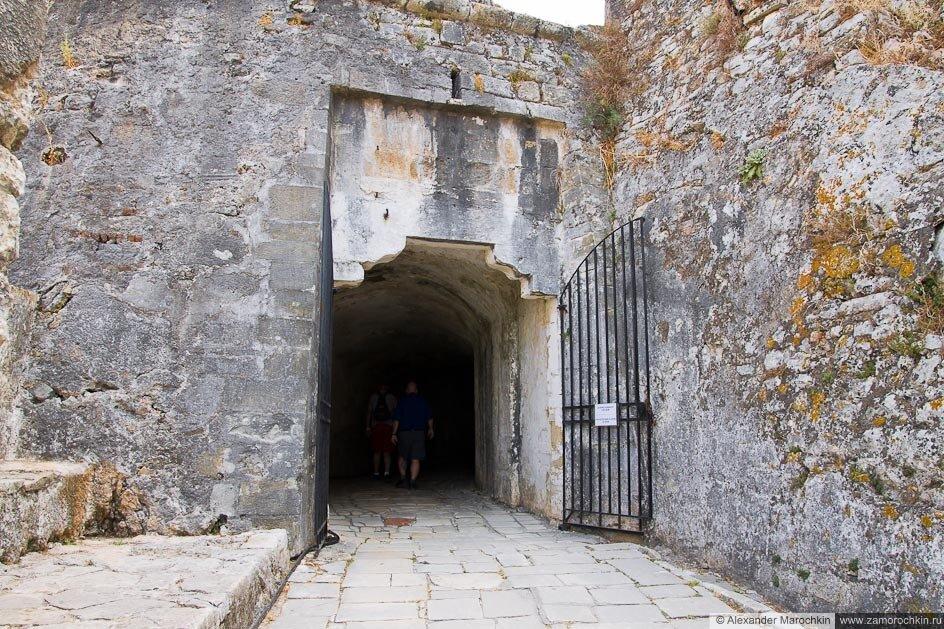 Крепостные ворота в Старой Крепости Керкиры (о. Корфу, Греция)
