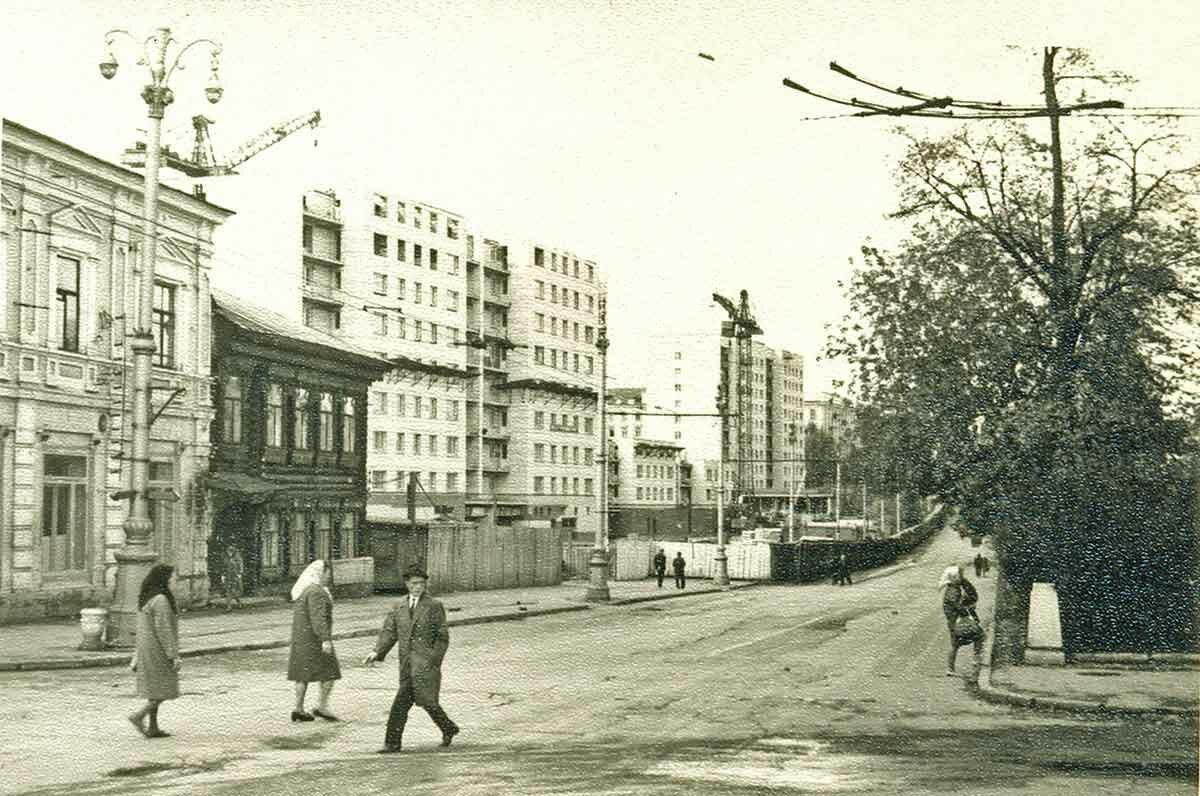 Комсомольский проспект, западная сторона