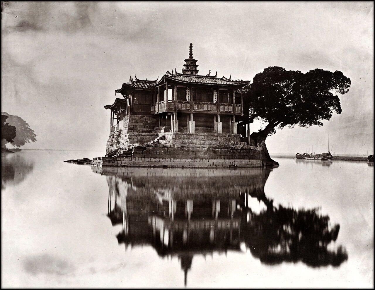 1870-1871. Храм Цзиньшань на реке Минцзян в Фучжоу.