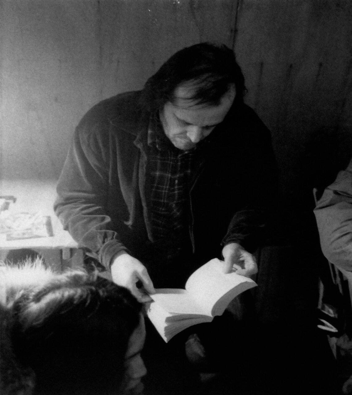 1980. Джек Николсон читает между дублями на съемочной площадке фильма «Сияние»