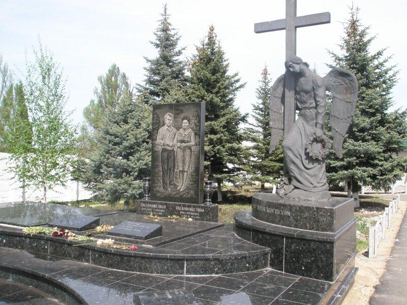 На енакиевском кладбище