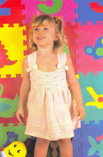 Розовый сарафан на девочку 1 года, связанный спицами