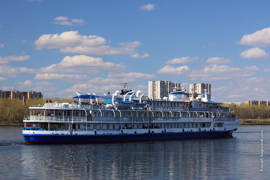 29 апреля 2011 года. 12:53. Теплоход «Прикамье» отошел от причала Северного речного вокзала Москвы